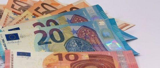 Moneda națională a început săptămâna pe depreciere. Euro crește spre 4,66 lei