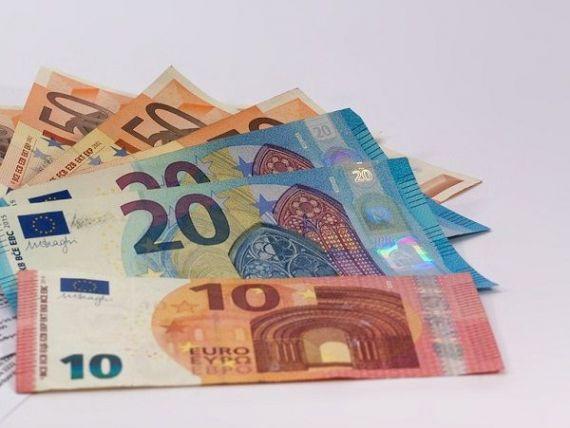 Euro depășește 4,64 lei