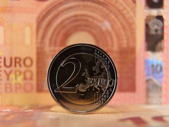 Cursul urcă spre 4,66 lei/euro