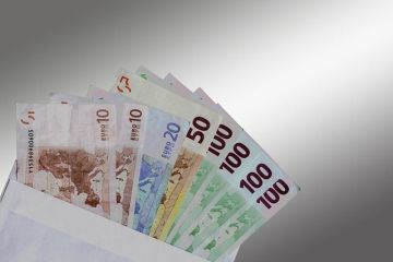 Români bogați versus români săraci. În ce județe ale țării se câștigă cele mai mari salarii și se produc cei mai mulți bani