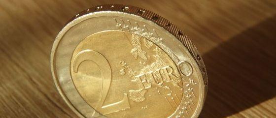 Leul s-a apreciat în raport cu euro