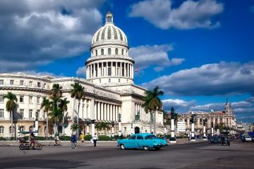 Amintiri din socialismul nostru. Reportaj în Cuba comunistă, țara cu două feluri de bani. Mâncarea se dă pe cartelă, iar o pereche de blugi costă 3 salarii