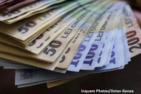 Deputații au adoptat înființarea Fondului Suveran de Investiții, care va avea un capital social de 9 mld. lei. Opoziția cataloghează legea ca fiind  cel mai mare tun  al PSD-ului și o atacă la CCR