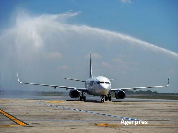 Cele două aeronave Boeing 737-800 NG comandate de Tarom au aterizat la București. Cum arată noile avioane