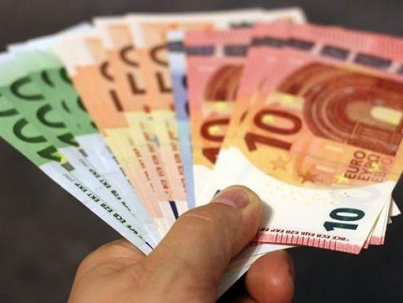 Leul se  depreciază, dar euro rămâne sub 4,66 lei