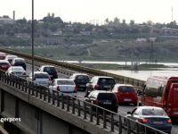 """Taxa pentru podul de la Feteşti ar putea fi eliminată. """"Autostrada e o ruşine"""""""