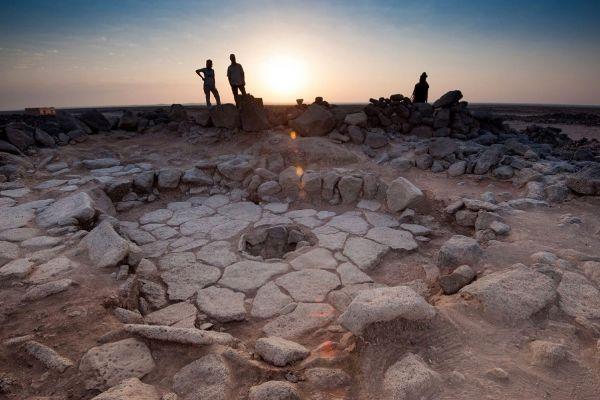 Fragmente de pâine coaptă acum 14.500 de ani găsite într-un sit preistoric din Iordania oferă cercetătorilor o ipoteză surprinzătoare: oamenii făceau pâine cu mii de ani înainte de a se apuca de agricultură. Foro: EPA/Agerpres