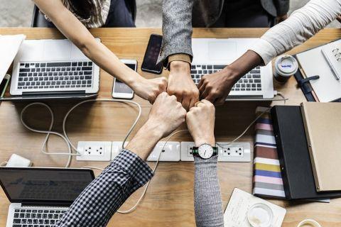 Topul celor mai doriți angajatori. Românii își doresc să lucreze în multinaționale, vor salarii mari si flexibilitate