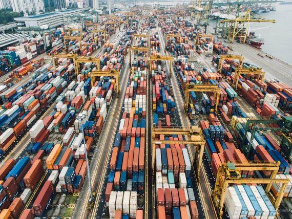 Exporturile au crescut cu 2,1%, devansate de importurile care au fost cu 5,8% mai mari. Deficitul comercial a ajuns aproape de 9,5 mld. lei