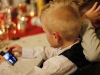 Franța interzice telefoanele mobile în școli și licee