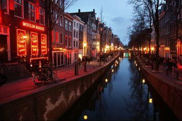 Măsuri draconice în capitala europeană care nu mai face față turiștilor. Taxe mai mari, amenzi și evacuări forțate în cazuri extreme