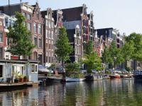 Olandezii nu mai încap în Amsterdam. Ce construiesc pe apă