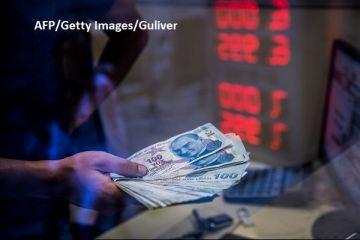 Tensiunile dintre Washington și Ankara țin lira turcească în corzi. SUA promit noi sancțiuni, Turcia are replica pregătită