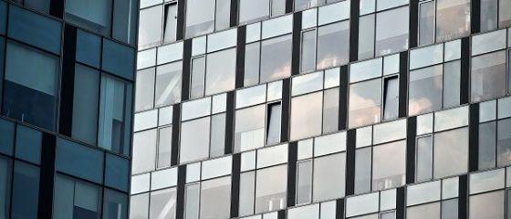 Cartierul financiar  al Bucureștiului se sufocă. Clădirile din sticlă în care se fac milioane de euro contrastează cu lipsa infrastructurii şi cu mizeria