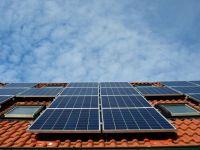 """Micii producători vor putea introduce energie regenerabilă în rețea și vor fi scutiți de facturi. Consiliul Concurenței: """"Nu este ajutor de stat, se poate aplica rapid"""""""