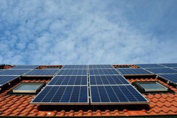 Fondurile pentru instalarea de panouri fotovoltaice, disponibile cel mai probabil din februarie. Statul finanțează 90% din valoarea cheltuielilor
