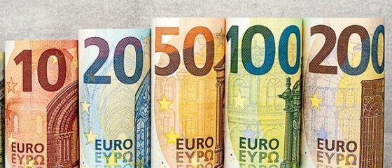 BCE a prezentat noile bancnote de 100 și 200 de euro, mai dificil de falsificat