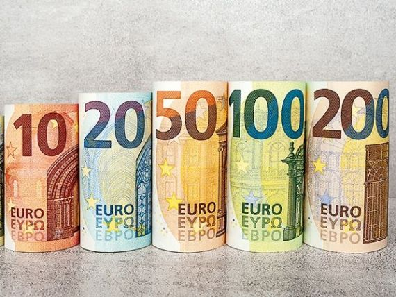 Leul s-a apreciat în raport cu euro şi dolarul