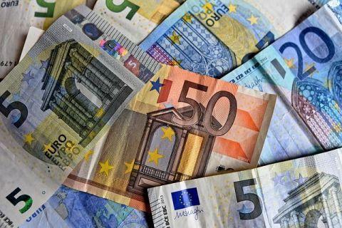 Ziua și minimul istoric pentru leu. Euro marchează al cincilea record din acest an, în raport cu moneda națională