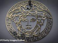 Designerul american Michael Kors preia casa de modă Versace, făcându-și astfel intrarea în Europa. Trazacție de 1,83 mld. euro