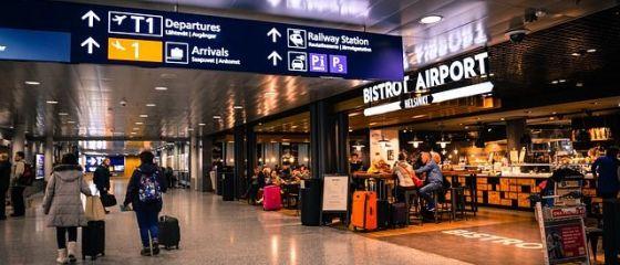 Studiu: Cu câte zile înainte de plecare se rezervă biletul de avion, pentru a economisi peste 50% din preț. În ce zile să-ți programezi călătoriile