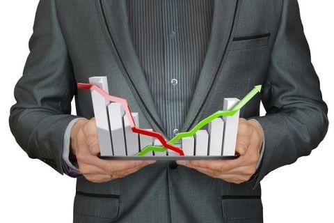 Încrederea în economia României a scăzut în octombrie. Economiștii anticipează o depreciere a leului și creșterea ROBOR
