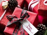 Câți bani vor cheltui românii în acest an pentru cadouri de Crăciun și ce daruri preferă să pună sub brad