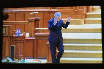 Deputatul PSD Florin Iordache, gesturi obscene în plenul Camerei Deputaților. FOTO