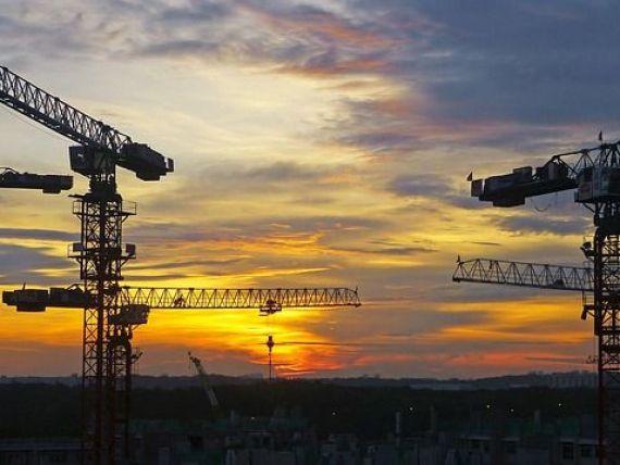 Bloomberg: Europa de Est își vrea muncitorii înapoi. Criza de mână de lucru riscă să frâneze cea mai dinamică piaţă a construcţiilor de pe continent