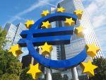 BCE menține dobânda cheie și taie masiv estimările de creștere economică pentru zona euro. Banca pregătește din nou tiparnița de bani