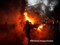 """Victorie pentru protestatarii care au adus Franța în pragul stării de urgență. Guvernul de la Paris renunță la taxa pe carburanți, care a scos """"Vestele galbene"""" în stradă"""