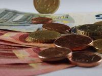 Euro a urcat ușor, spre nivelul de 4,72 lei