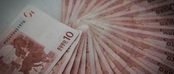 Leul se apreciază masiv. Euro scade sub 4,65 lei