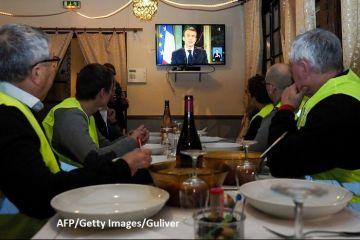 Macron decretează  stare de urgenţă economică şi socială  și promite majorari de salarii și scutiri de taxe pentru a calma  Vestele galbene
