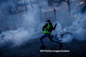 Vestele galbene  îngenunchează economia Franței. Deficitul va depăși în 2019 limita impusă de UE