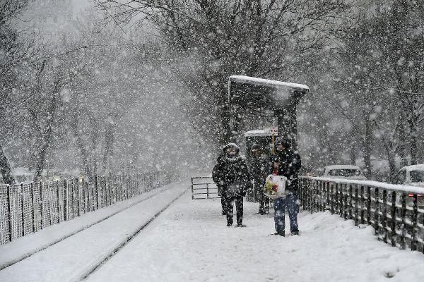 Ninsoare puternica in Bucuresti. Administratia Nationala de Meteorologie a emis o avertizare de ninsori si strat nou de zapada. Foto: SILVIU MATEI/AGERPRES
