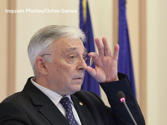 Bloomberg:  A venit momentul deciziei pentru Mugur Isărescu, cel mai longeviv guvernator de bancă centrală la nivel mondial.  Avertismentul economiștilor
