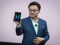 Galaxy Fold: Samsung a lansat telefonul care se pliază, dar va costa enorm