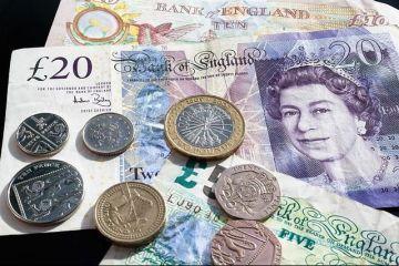 Lirsa sterlină s-a prăbușit în raport cu euro și dolarul, după ce Theresa May a cerut amânarea Brexitului