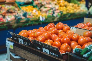 Specialiștii avertizează că piața e plină de  roșii toxice . Semnele legumelor sănătoase