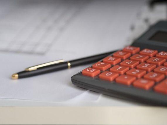 Şapte din zece companii din România au dificultăți la plata facturilor și fac afaceri pe banii partenerilor de business