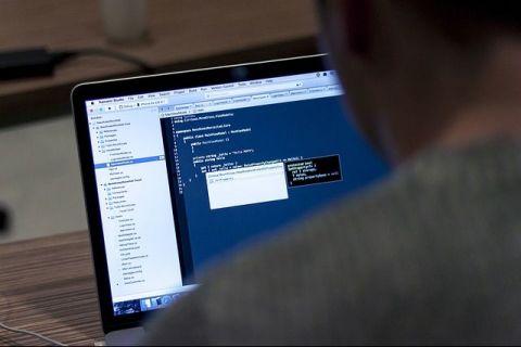 Ce taxe plătesc programatorii români, care lucrează de acasă pentru companii din străinătate