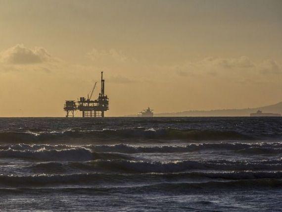 Gigantul de oțel din Marea Neagră, pus la pământ. Platforma petrolieră care extrage gaze de peste 40 de ani, ajunge la fier vechi