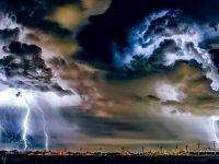 Ploi torenţiale, vijelii şi grindină, luni, în București. Temperaturile scad la max. 13 grade