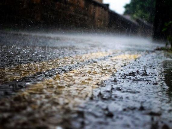 Record de producție de electricitate, în urma ploilor torențiale și a viiturilor. Hidroelectrica a asigurat peste jumătate din consumul naţional de energie electrică