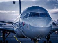 O companie aeriană oferă bilete de avion cu un dolar. Cine poate să zboare la acest preț