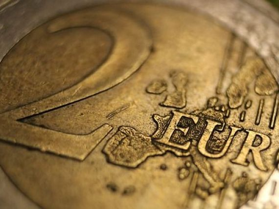 Isărescu enumeră piedicile care stau în calea adoptării euro:  Eu cred că avem două probleme mari. Să vedem cum le rezolvăm