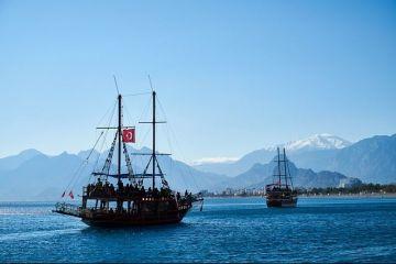 Topul destinațiilor de vacanță pentru români. 50% preferă să plece în concediu în străinătate