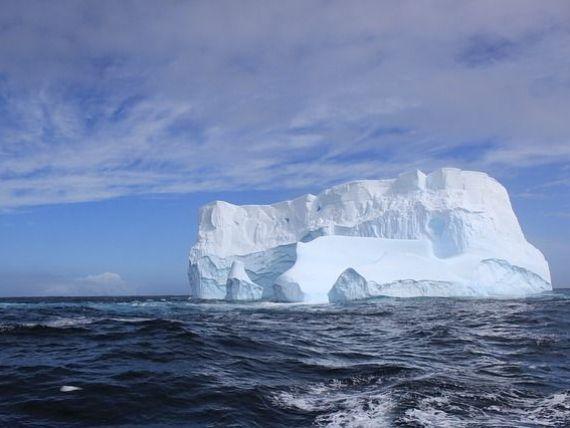 Cum aduci un iceberg din Antarctica în deșert. Proiectul extravagant al unui om de afaceri care vrea să schimbe clima în Golful Persic
