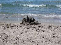 Investitori: Economia României arată ca un castel de nisip care poate fi spulberat într-o clipă. Cursul euro/leu explodează în a doua parte a anului